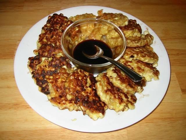 Кукурузные оладьи с крабовыми палочками + сырный соус