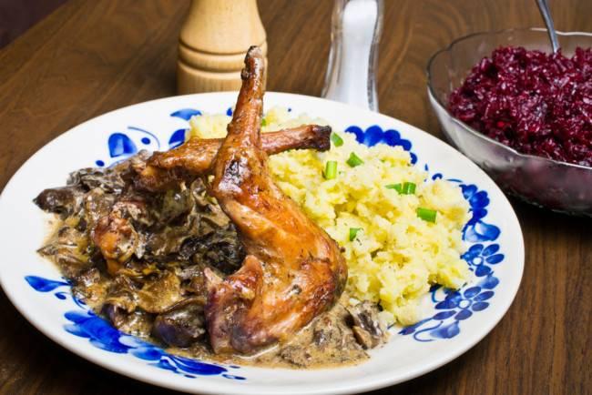 Кролик с грибами в сметанном соусе рецепт с фото