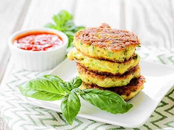 Драники из кабачков — самые вкусные рецепты на сковороде и в духовке