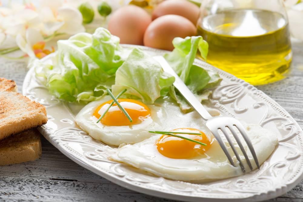 Яичница с беконом: пошаговые рецепты