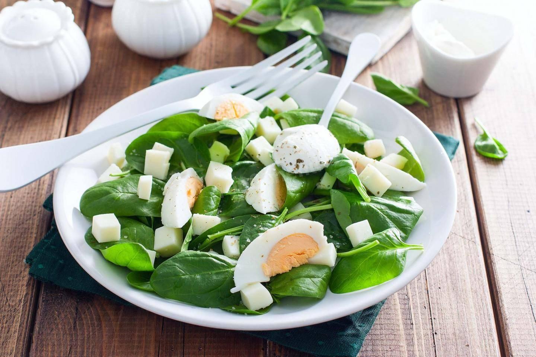 Салат со шпинатом — 6 рецептов на любой вкус