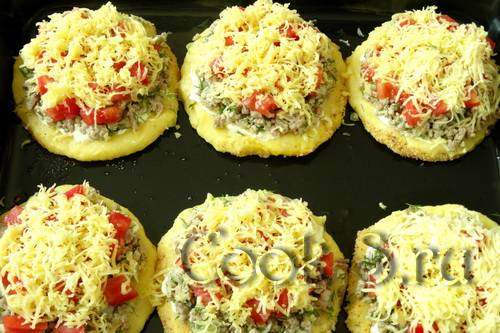 Картофельные ватрушки с фаршем - 11 пошаговых фото в рецепте