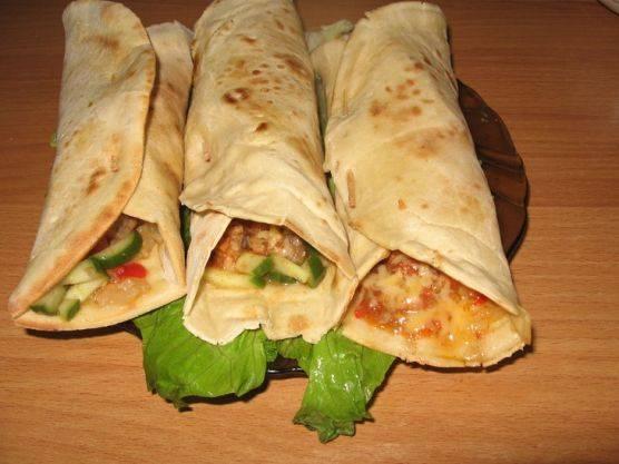 Вкусное бурито с курицей по-мексикански