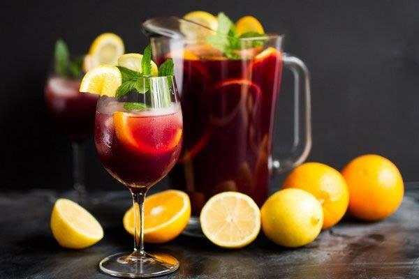 Как сделать домашний винный напиток сангрия? рецепты сангрии из белого и красного вина, с шампанским, безалкогольной, с фруктами, по-испански