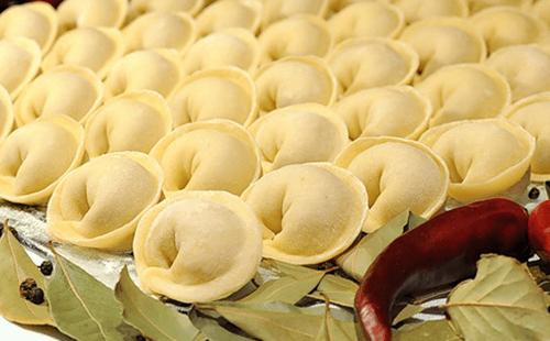 Тесто для домашних пельменей - вкусные рецепты на воде, молоке и кефире