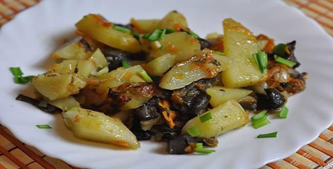 Тушеная картошка с грибами свежими, сушеными и замороженными - рецепты с капустой и мясом
