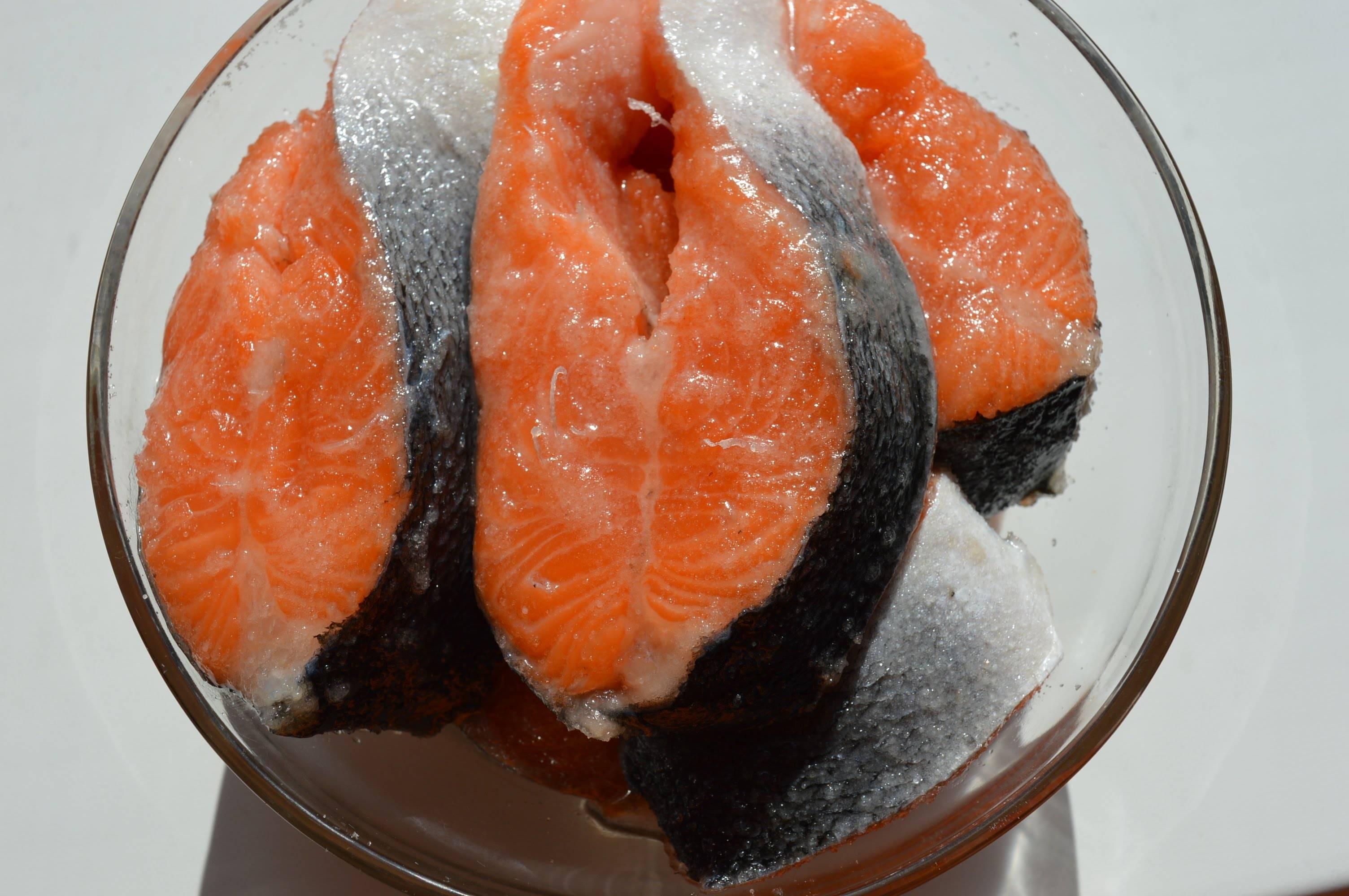 Как посолить красную рыбу в домашних условиях — вкусно и быстро