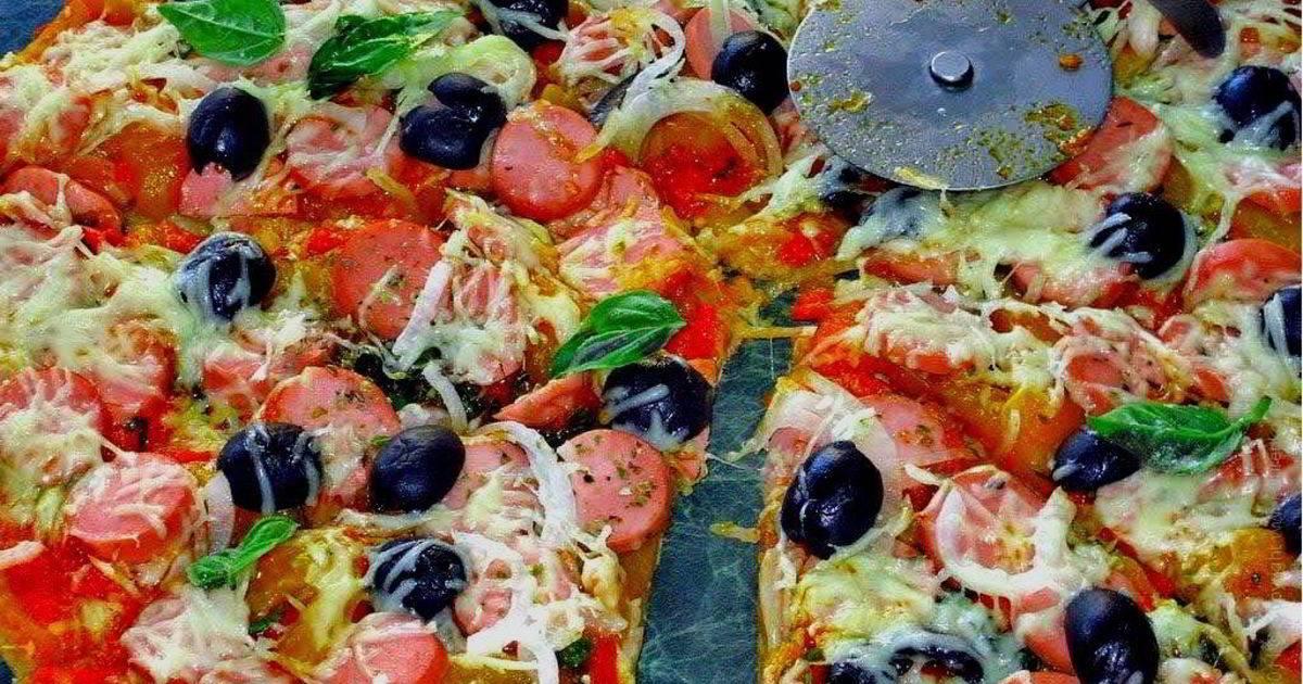 Пицца с моцареллой и сладким соусом чили