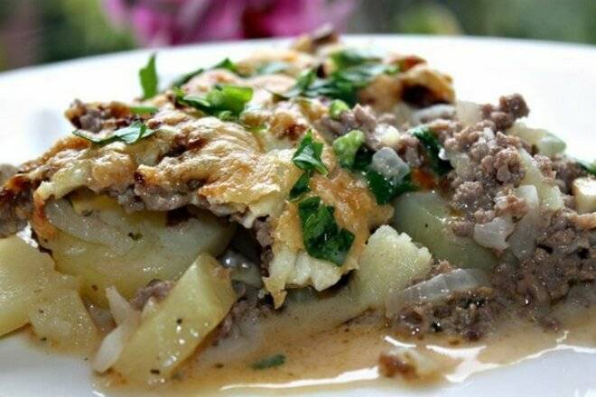 Запеканка из картофельного пюре с фаршем и грибами