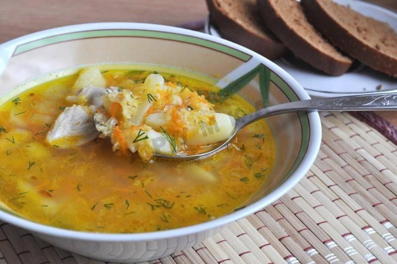 Густой суп из чечевицы с копченой грудинкой