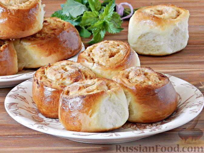Булочки с яблоками из дрожжевого теста в духовке: рецепт с фото пошагово