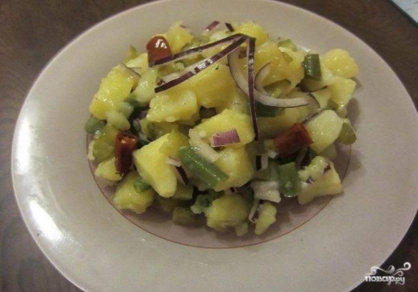 Салат с солеными огурцами яйцами и картошкой