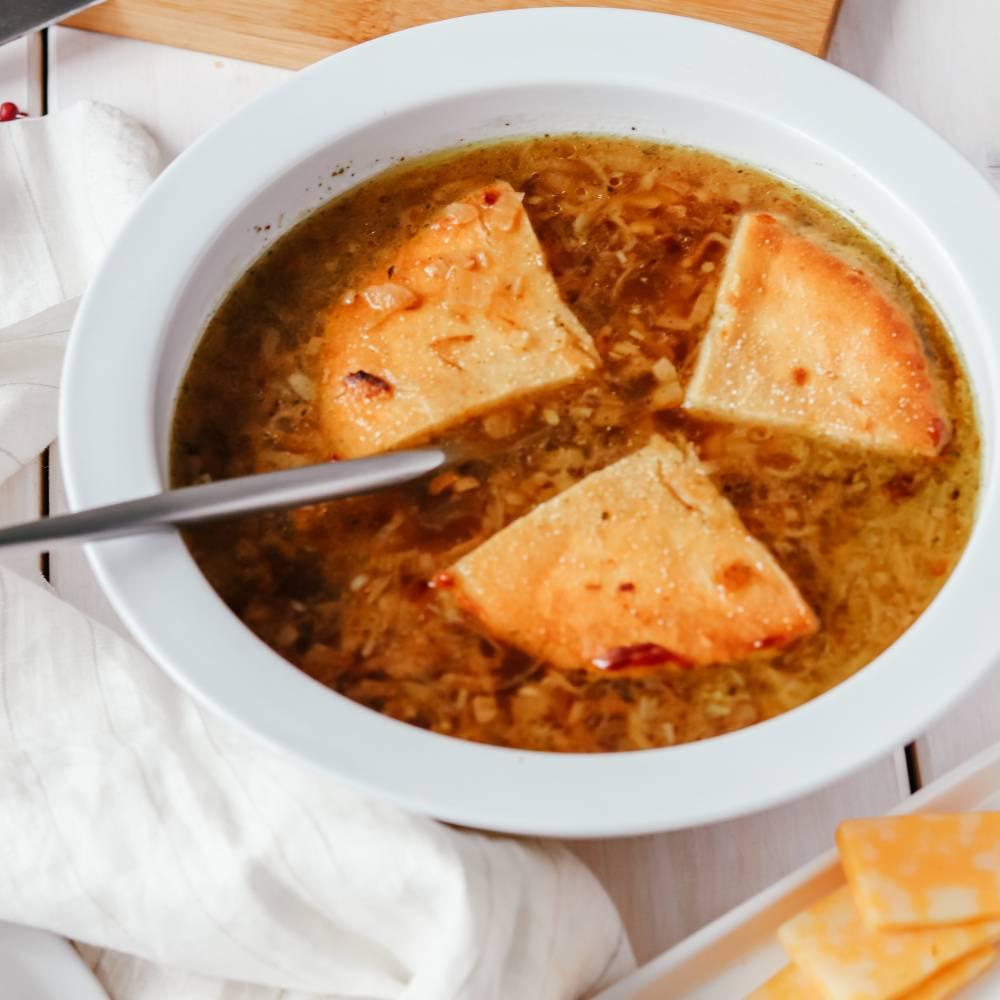 Как приготовить классический французский луковый суп по пошаговому рецепту