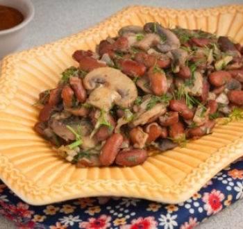 Фасоль с грибами и рисом