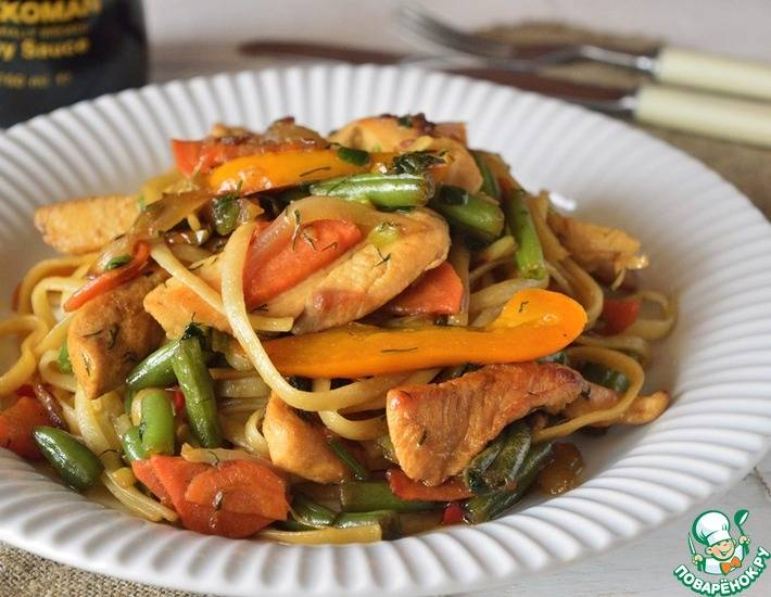 Итальянский салат с ветчиной, овощами и макаронами