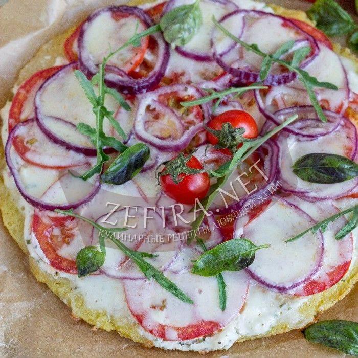 Вкусная и быстрая картофельная пицца на сковороде с грибами и сосисками