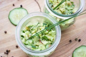 Летний картофельный салат с солёными огурчиками