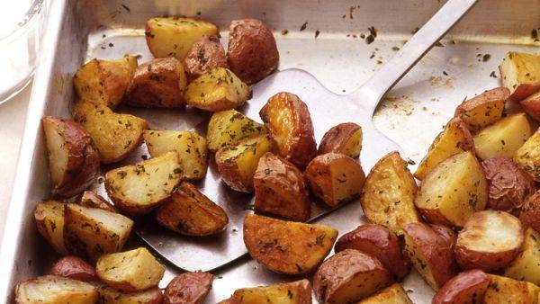 Картошка, запечённая с розмарином - очень простой рецепт