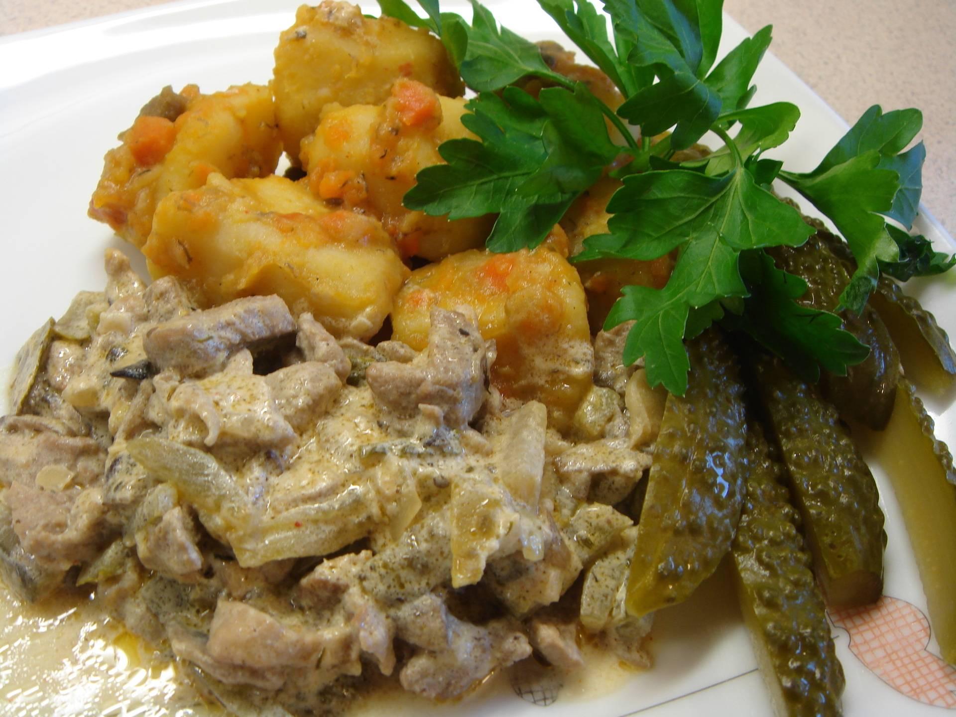 Салат из говяжьей печени с солеными огурцами