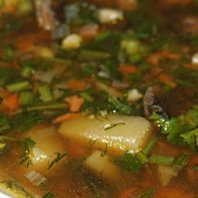 Крупник – перловый суп с грибами по-польски
