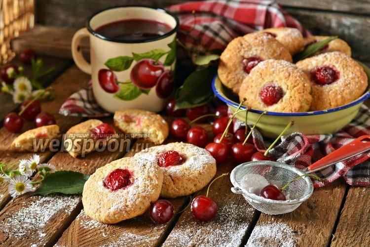 Печенье с шоколадом и сушеной вишней