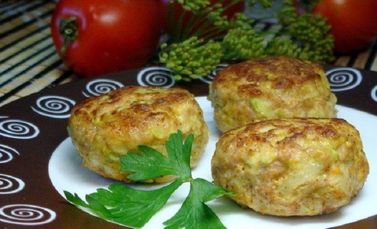 Котлеты с кабачком и фаршем  в духовке и на сковороде, фото