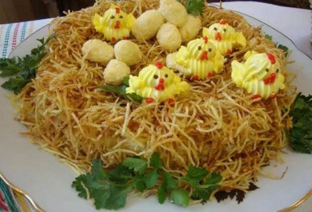 Делаем вкусный салат «гнездо кукушки»