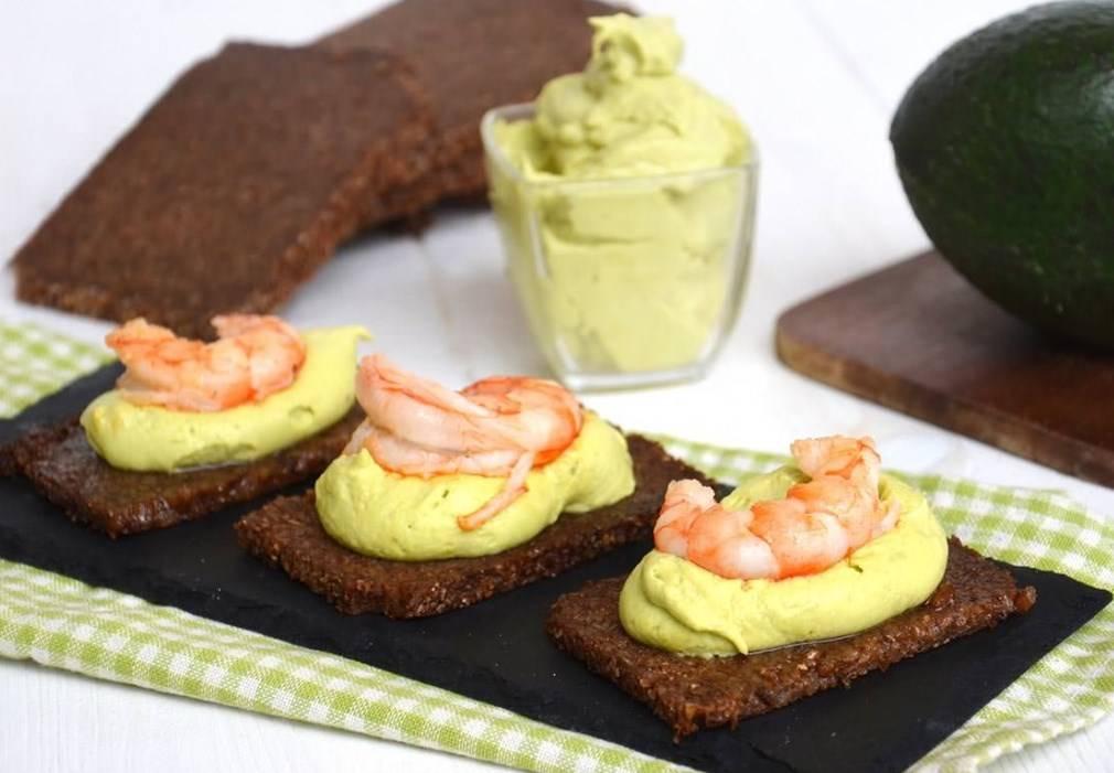 Бутерброды с креветками: рецепт с фото пошагово. как сделать бутерброды с креветками и огурцом?
