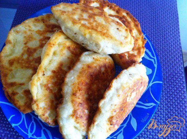Лепешки на кефире - рецепты на сковороде с сырной начинкой, с картошкой, колбасой