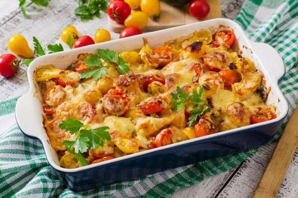 Картофельная запеканка с грибами и помидорами - пальчики оближешь