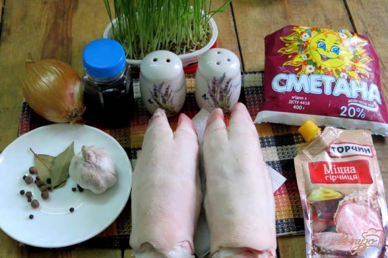 Чесночные свиные копытца в мультиварке
