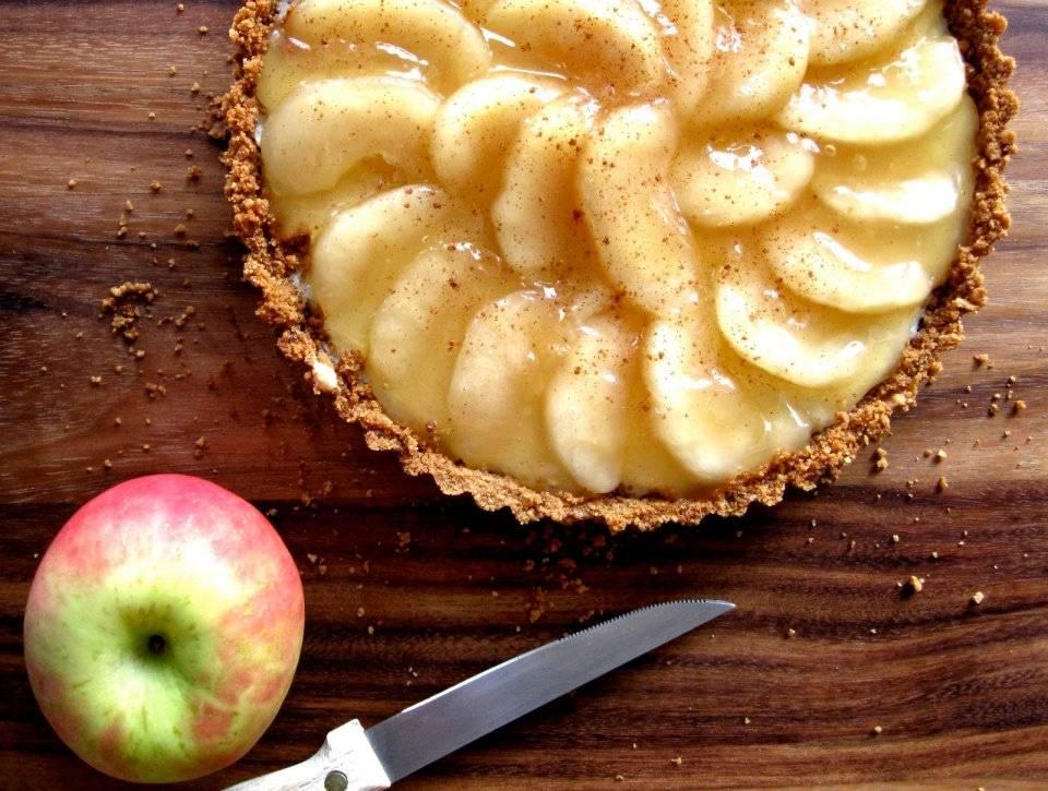 Чизкейк с яблоками и маком