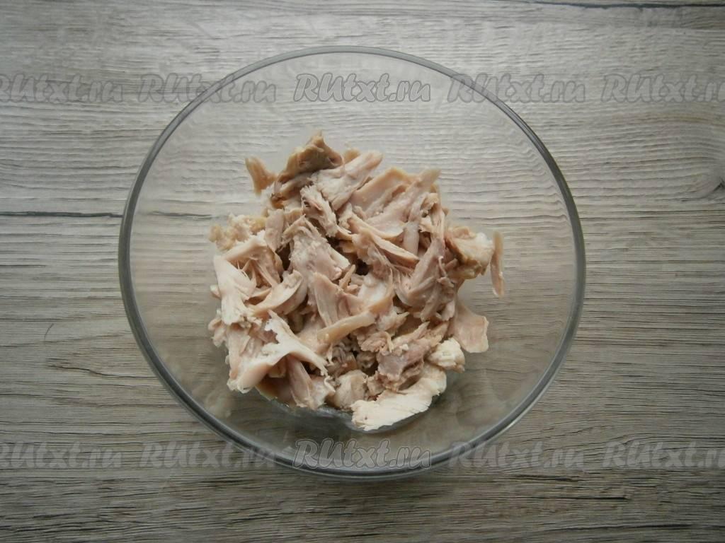 Куриные бёдра с грибами в соусе