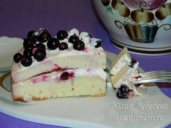 Бисквитный торт со смородиной