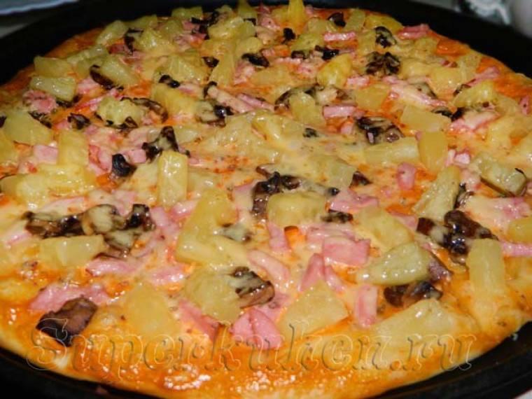 Пицца с курицей и ананасами по-гавайски