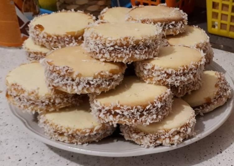 Пирог со сгущенкой 25 домашних вкусных рецептов