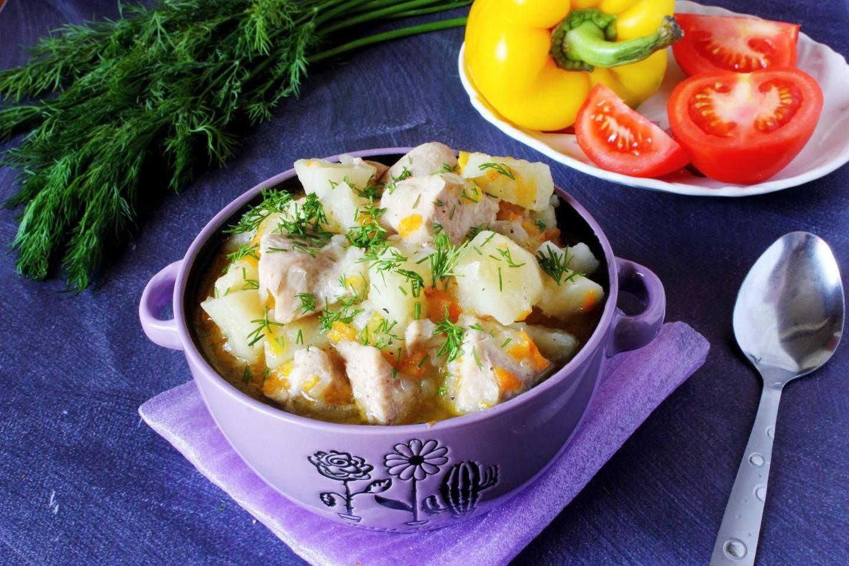Овощное рагу с картофелем, кабачками и капустой