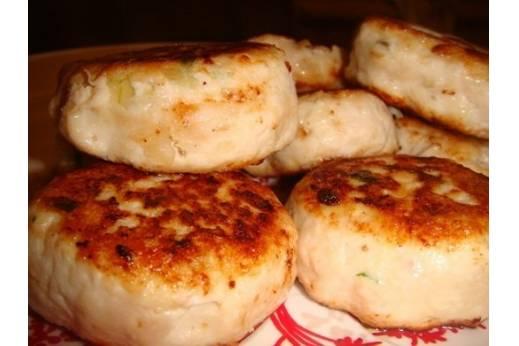 Куриные котлеты с сыром в духовке, мультиварке и на пару - рецепты с зеленью, ветчиной и грибами