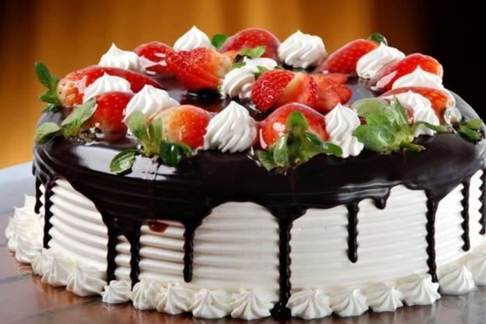 Десерты без выпечки: праздничный стол на скорую руку