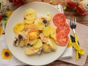 Фаршированная молодая картошка - вкуснейшее угощение к летнему застолью