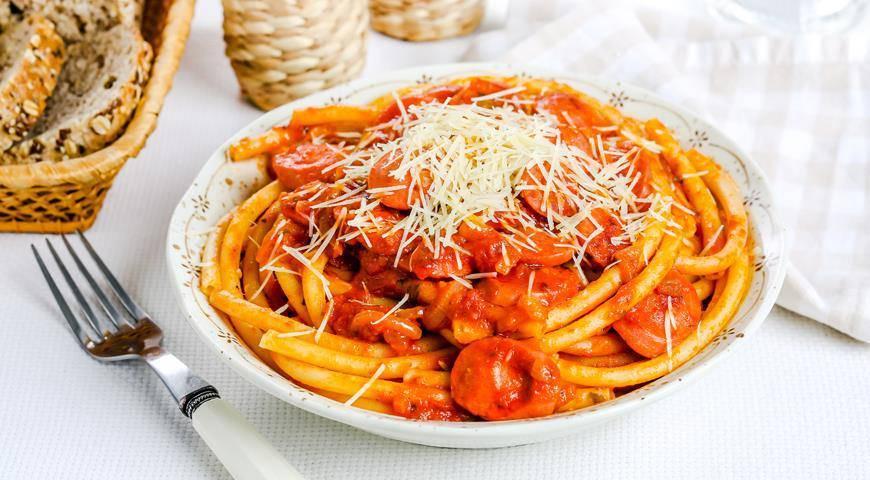 Спагетти с томатной пастой