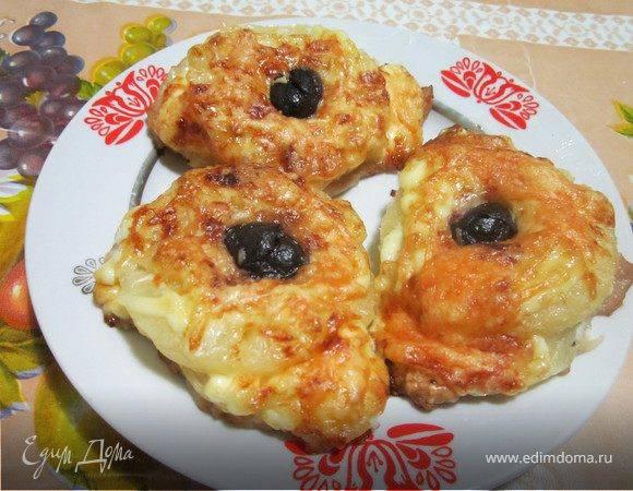 Куриные отбивные с ананасами и сыром в духовке