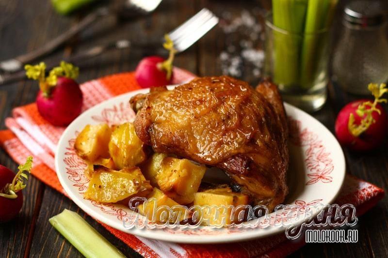 Куриные бедра, запеченные с картошкой в духовке – 6 самых вкусных рецептов с пошаговыми фото