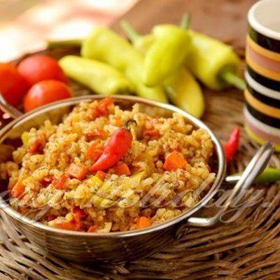 Каша постная из красного риса с грибами и овощами
