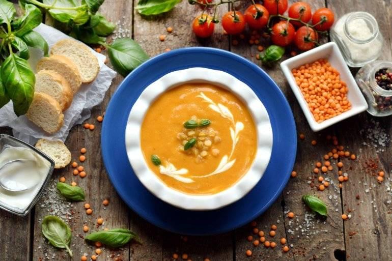 Чечевичный суп с маслинами