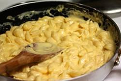 Соус из сливок для макарон с сыром и без сыра