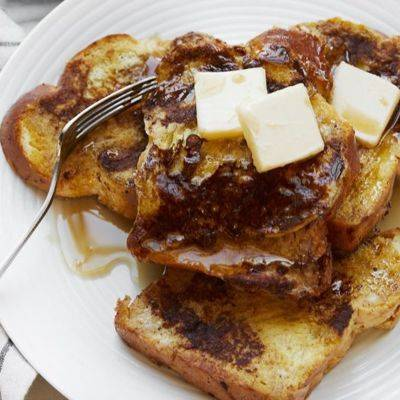 Изысканный десерт: французские тосты с джемом и сливочным сыром