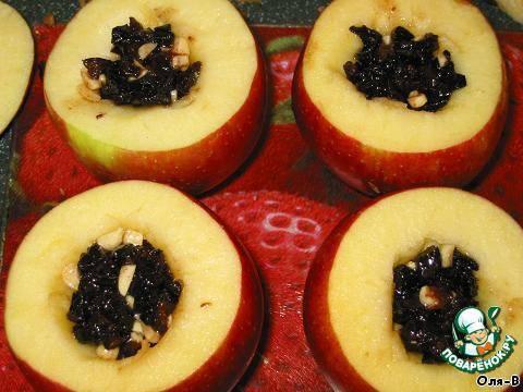 Печеные яблоки с черносливом и орехами