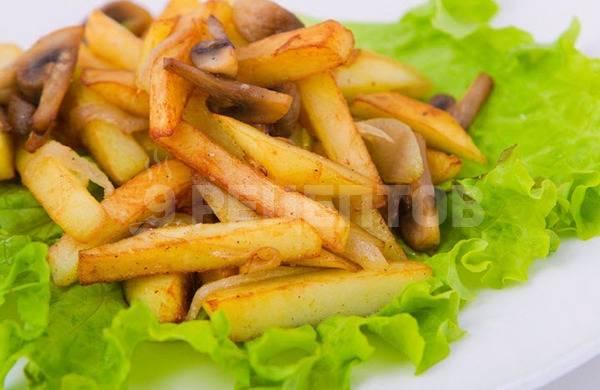 Как пожарить картошку с грибами на сковороде