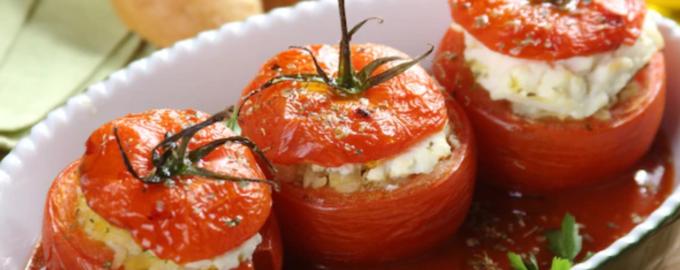Фаршированные помидоры творогом, сыром, грибами.